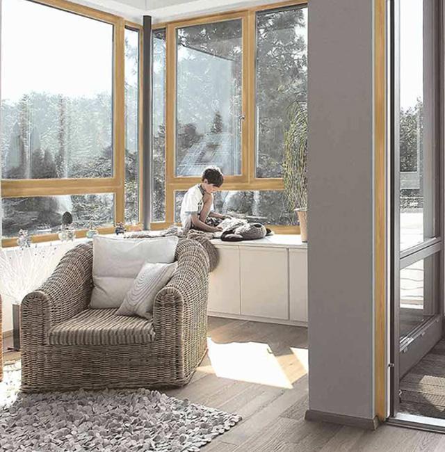 Haas dom okna, vrata in senčila.